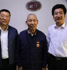 """""""不忘初心、牢记使命""""的他们,荣获""""庆祝中华人民共和国成立70周年""""纪念章"""
