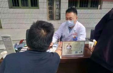 【我为群众办实事】健康服务在行动  进村义诊暖民心